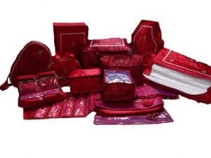 Wedding set 14 Pcs Combo includes Saree bag with capacity of 12 sarees. -Saree Packing cover 2 pcs set. - Petticoat Cover - Blouse Cover - Vanity Box - Jewellery Kit - Payal/Chain Cover - Clip Clutch Cover - Hanky Cover. - Bindi Box - Lehenga Cover -
